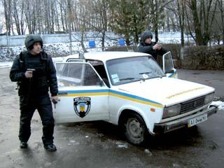 Поліція охорони Івано-Франківської області орендує автомобіль у родича поліцейського
